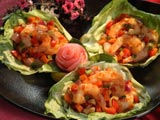 Shrimp And Vegetables In Lettuce Cups
