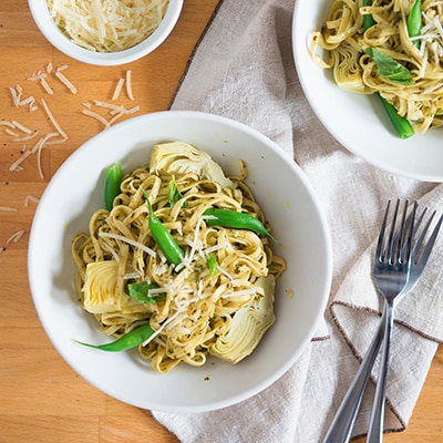 Pesto Linguine with Green Beans & Artichoke Hearts (Lighter)
