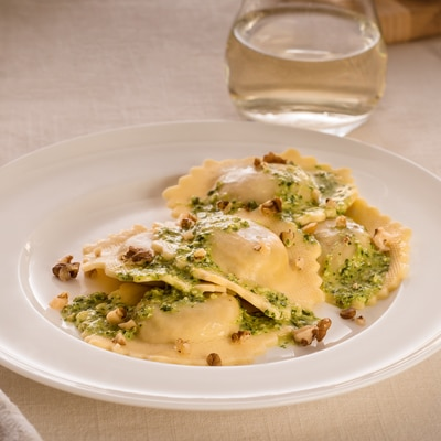 Walnut and Parsley Sauce with Crab Ravioli