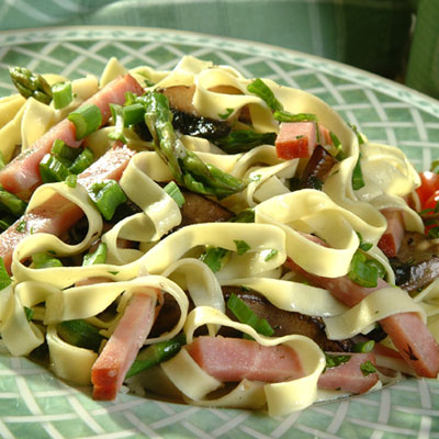 Fettuccine with Portabellos, Ham and Asparagus