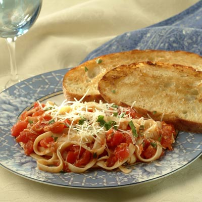 Plum Tomatoes With Fettuccine and Mozzarella