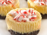 Dark Chocolate & Peppermint Cheesecake Cookie Cups